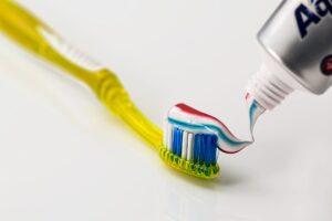 Cepillo y dentífrico
